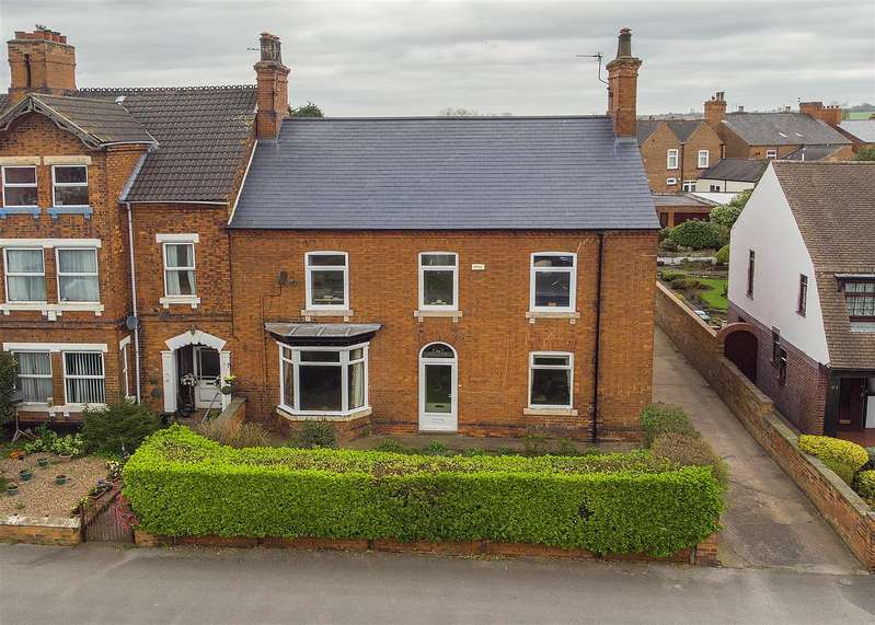 4 Bedrooms Property for sale in London Road, Retford