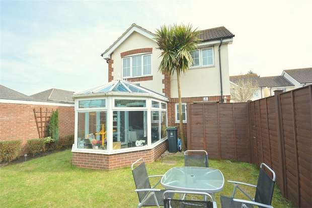 2 Bedrooms Detached House for sale in Ashstead Gardens, Throop, Bournemouth