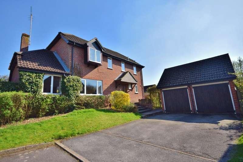 4 Bedrooms Detached House for sale in Kempshott Rise, Basingstoke, RG22