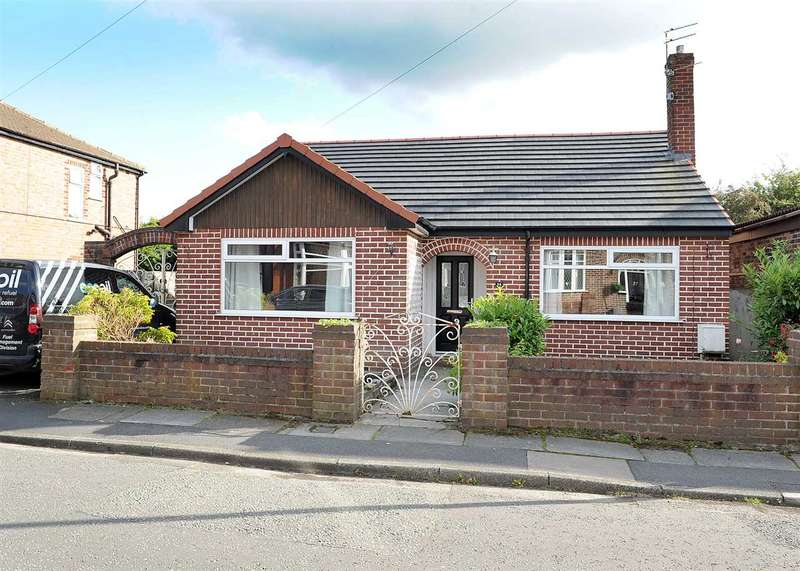 2 Bedrooms Bungalow for sale in 14 Carr Road, Irlam M44 6GA