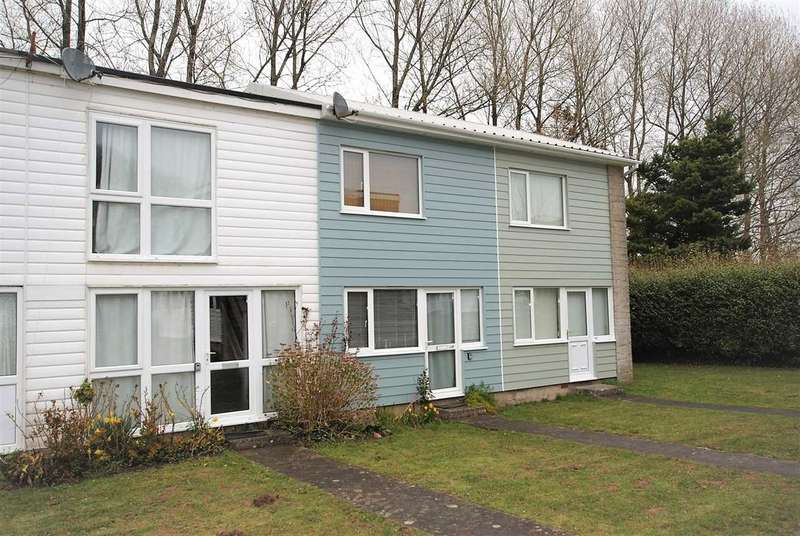 2 Bedrooms Terraced House for sale in Freshwater Bay Holiday Village, FRESHWATER EAST