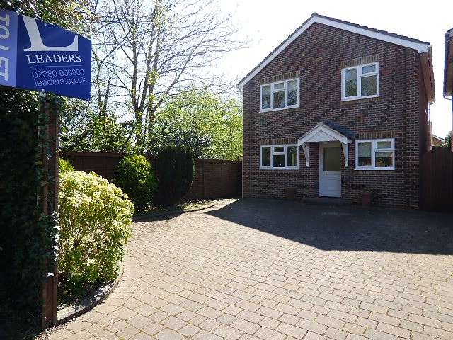 4 Bedrooms Detached House for rent in Dell Close, Fair Oak, Eastleigh