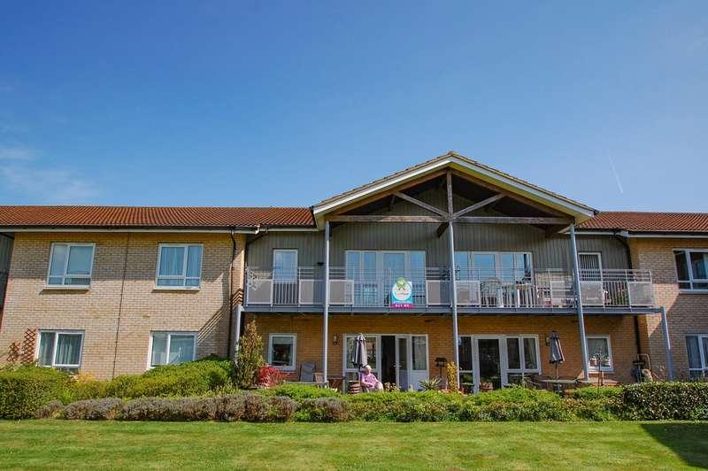 2 Bedrooms Flat for sale in Redgrave Court, Denham Garden Village, Denham, UB9