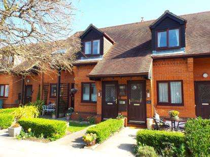 2 Bedrooms Retirement Property for sale in Fegans Court, Stony Stratford, Milton Keynes, Bucks