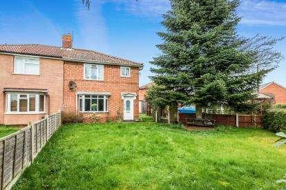 3 Bedrooms Semi Detached House for sale in King Edward Avenue, Sidemoor, Bromsgrove, Worcs