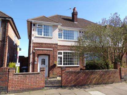 3 Bedrooms Semi Detached House for sale in Wiltshire Road, Stadium Estate, Leicester, Leicestershire