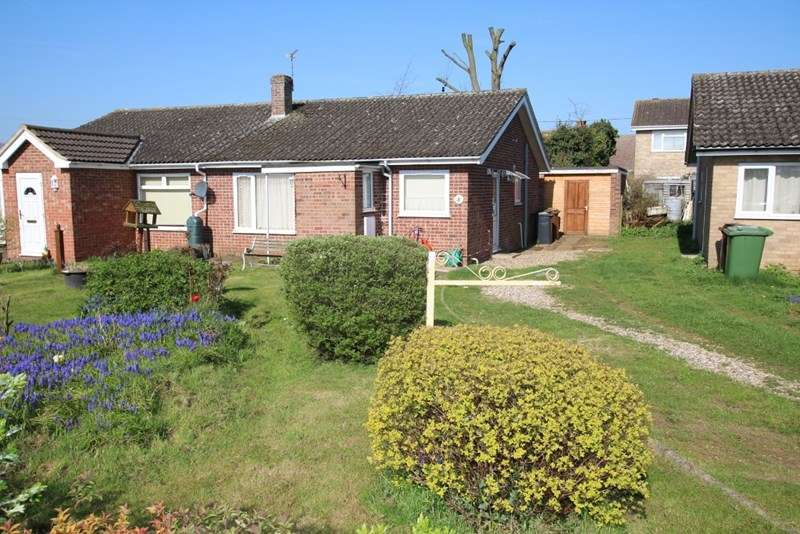 2 Bedrooms Semi Detached Bungalow for sale in Woodside Close, Attleborough