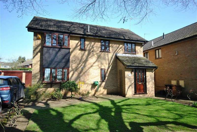 4 Bedrooms Detached House for sale in Cliftonville