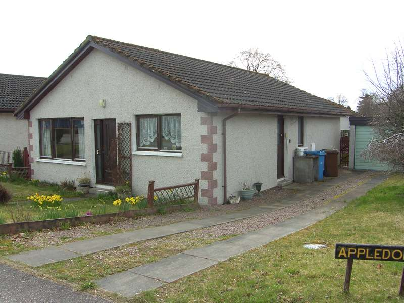 3 Bedrooms Bungalow for sale in Hillside Avenue, Kingussie, PH21 1PA