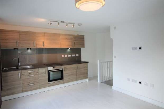 2 Bedrooms Town House for rent in Finchdale Close Finchdale Close, Wakefield, WF1