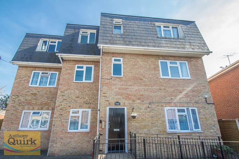 1 Bedroom Flat for sale in High Street, Canvey Island, SS8