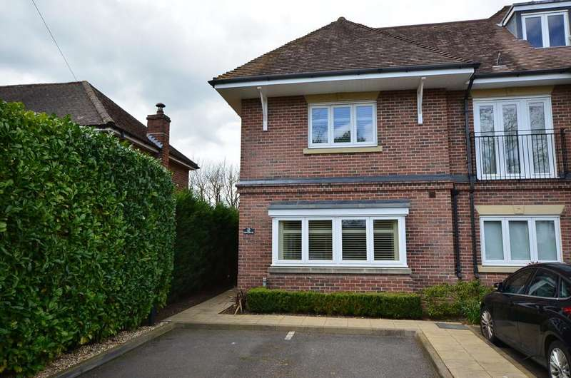 3 Bedrooms End Of Terrace House for sale in Shortheath Road, Farnham