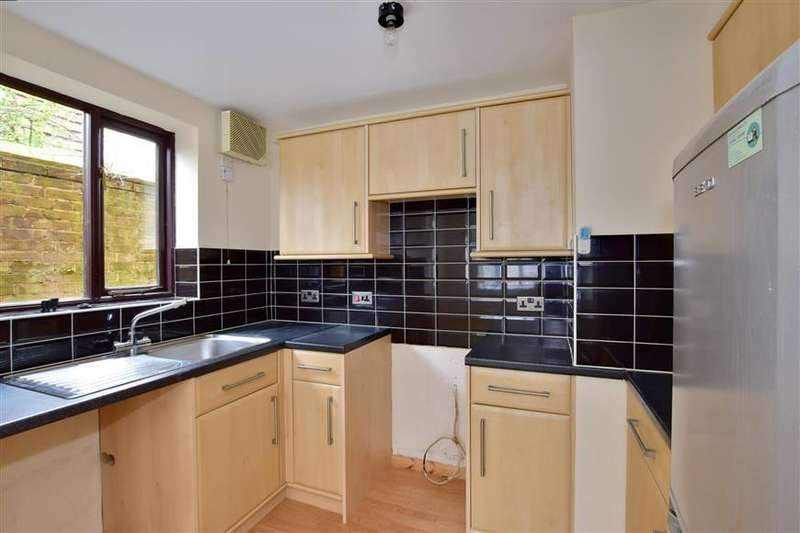 2 Bedrooms Ground Flat for sale in London Road, Uckfield, East Sussex