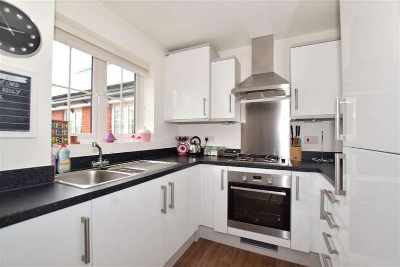 2 Bedrooms Apartment Flat for sale in Martindales, Southwater, Horsham, West Sussex