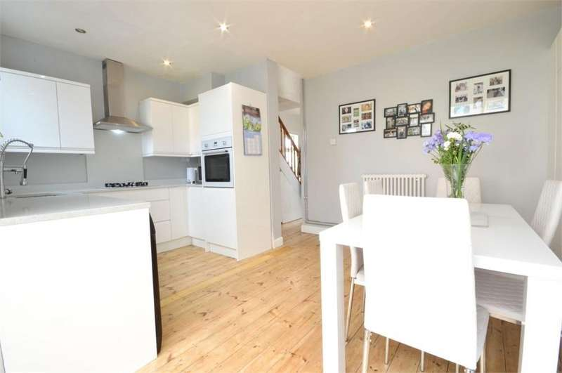 3 Bedrooms Semi Detached House for sale in Carlton Road, Northumberland Heath