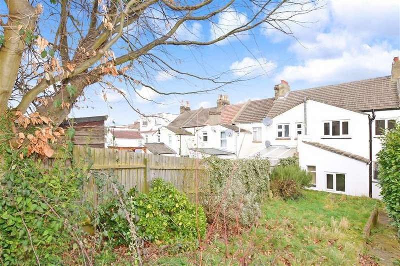 3 Bedrooms Terraced House for sale in Alexandra Road, Chatham, Kent