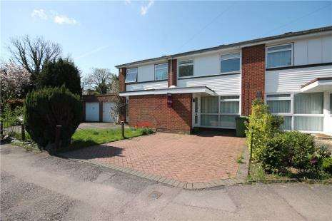3 Bedrooms Terraced House for sale in Fennells Mead, Epsom