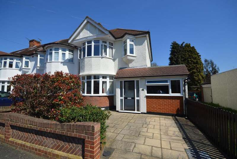3 Bedrooms End Of Terrace House for sale in Warwick Gardens, Gidea Park, Romford, Essex, RM2
