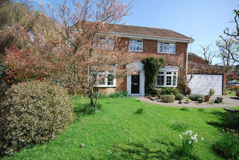 4 Bedrooms Detached House for sale in Hythe/Saltwood