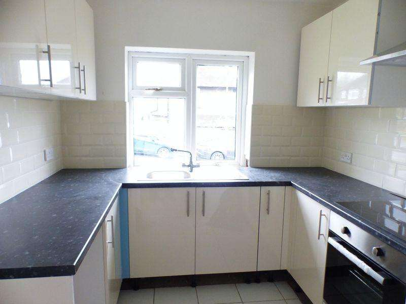 2 Bedrooms Apartment Flat for sale in Nelson Court, High Wycombe