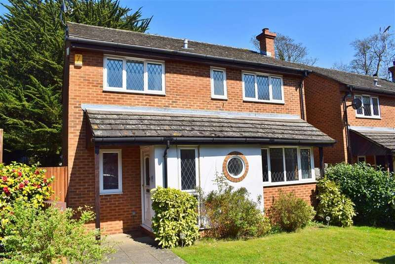 4 Bedrooms Detached House for sale in Sedcombe Close, Sidcup, Kent, DA14 4QG