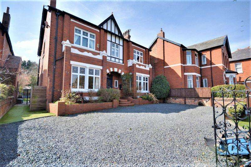 6 Bedrooms Detached House for sale in Blundell Avenue, Southport