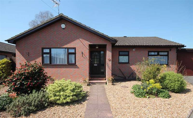 3 Bedrooms Bungalow for sale in Evering Gardens, Poole