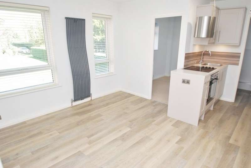 2 Bedrooms Maisonette Flat for sale in Boulters Court, Plantation Road, Amersham, HP6