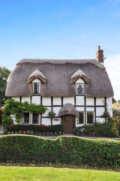 2 Bedrooms Detached House for sale in Elmley Castle, Pershore, Worcestershire