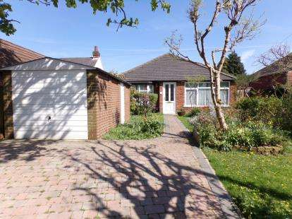 3 Bedrooms Bungalow for sale in Pine Tree Avenue, Humberstone, Leicester, Leicestershire