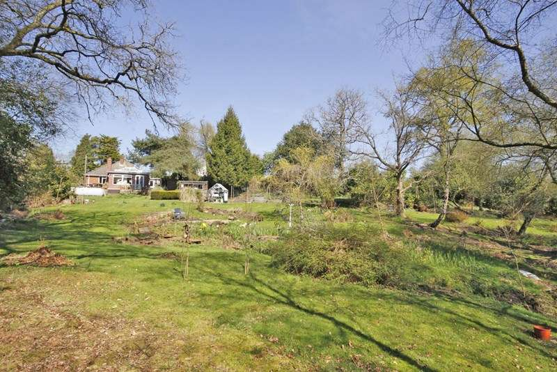 4 Bedrooms Chalet House for sale in School Road, Bransgore, Christchurch