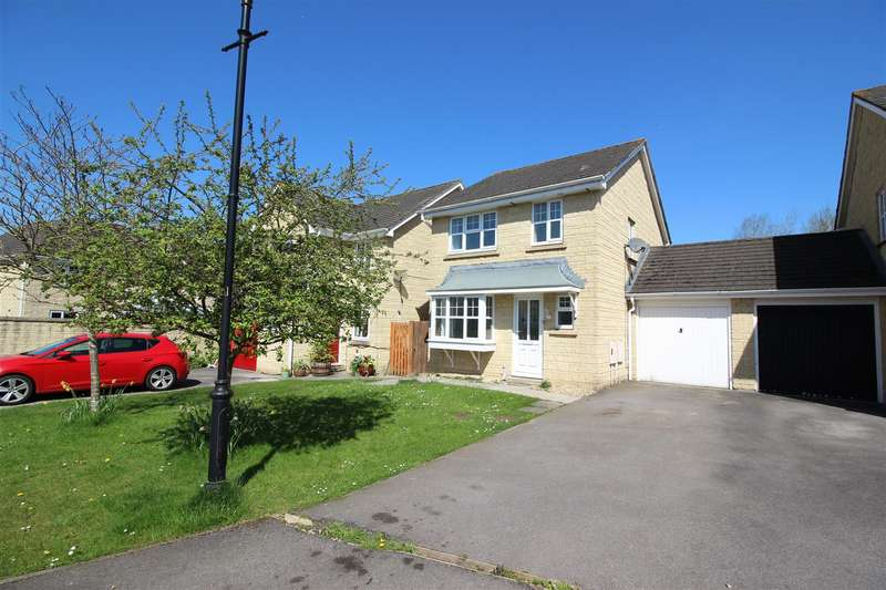 3 Bedrooms Semi Detached House for sale in Woodpecker Mews, Cepen Park North, Chippenham