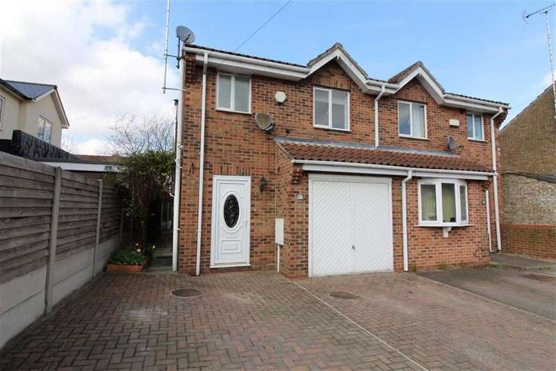 3 Bedrooms Semi Detached House for sale in South Street, Middleton-on-the-Wolds, East Yorkshire