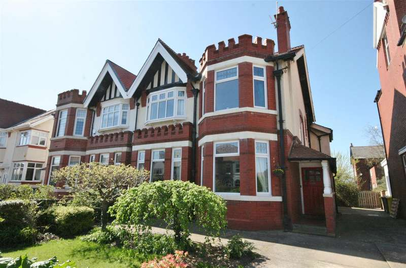 4 Bedrooms Semi Detached House for sale in Myra Road, Fairhaven, Lytham St. Annes