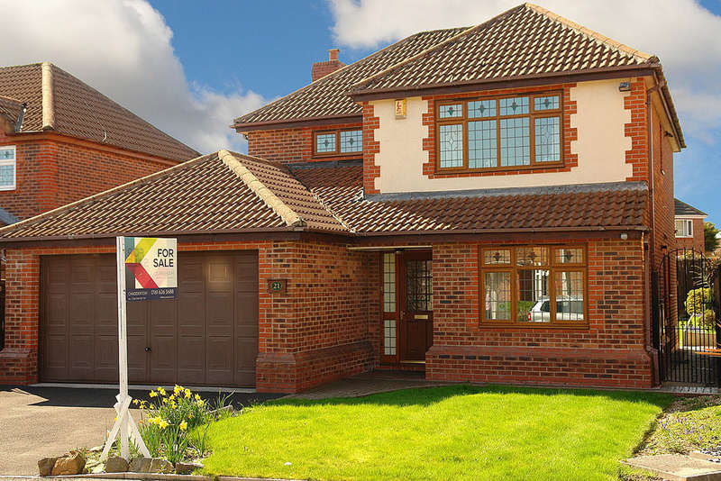 4 Bedrooms Detached House for sale in Challum Drive, Chadderton, Oldham