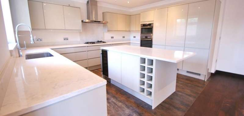 5 Bedrooms Semi Detached House for sale in Noel Road, London