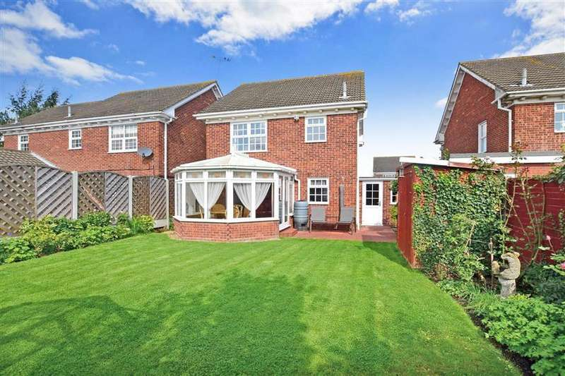 3 Bedrooms Detached House for sale in Latimer Drive, Basildon, Essex