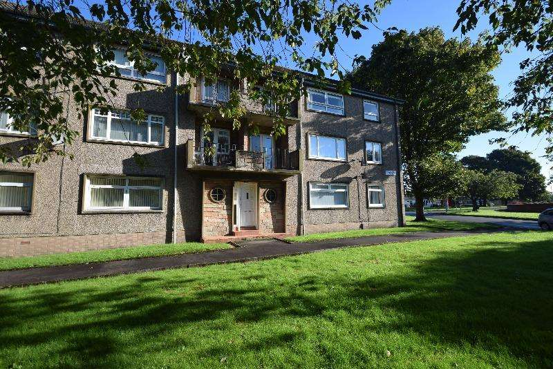 2 Bedrooms Flat for rent in Broomlands Drive, Irvine, North Ayrshire, KA12 0EA