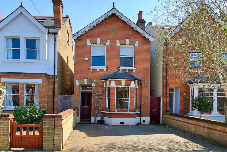 3 Bedrooms Detached House for sale in St. Winifreds Road, Teddington, TW11