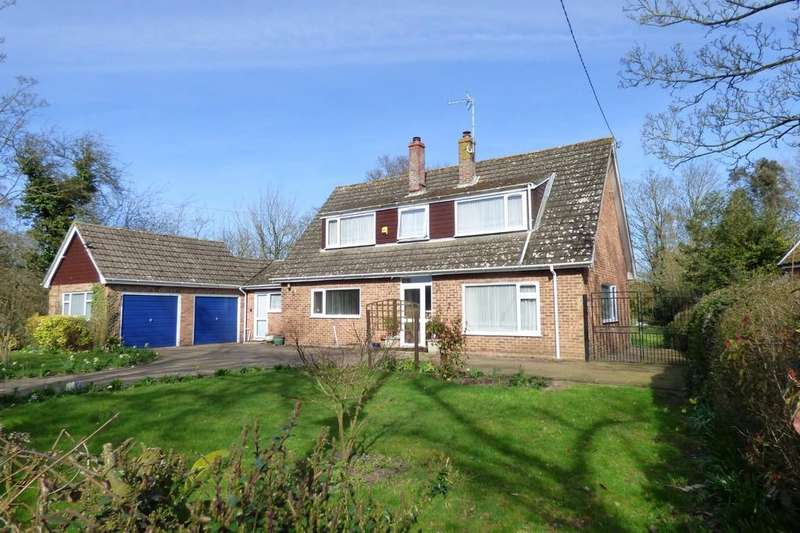 3 Bedrooms Chalet House for sale in Colegate End Road, Pulham Market