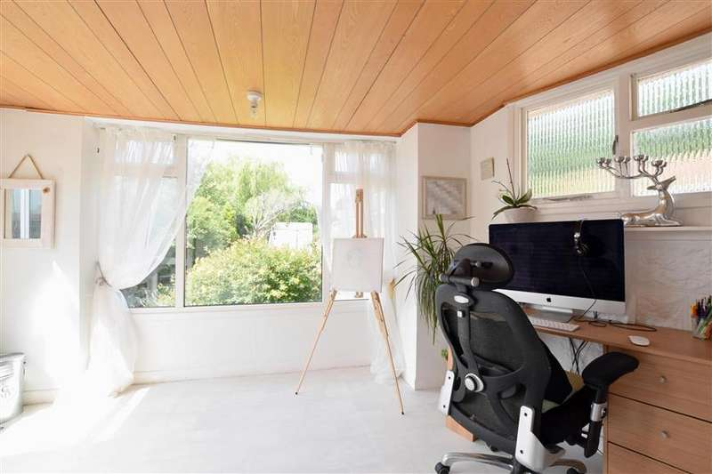 3 Bedrooms Semi Detached Bungalow for sale in Fairfield Gardens, Portslade, Brighton, East Sussex