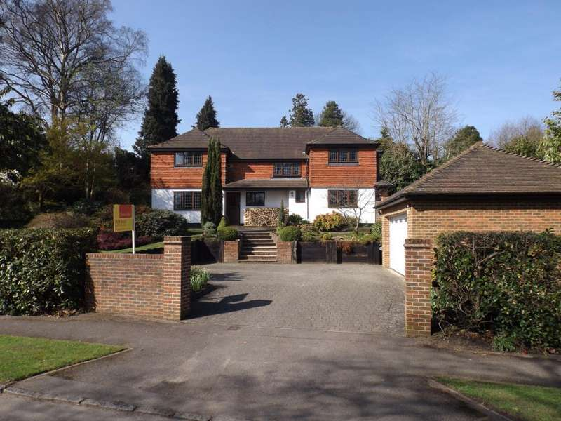 4 Bedrooms Detached House for sale in Waverley Drive, Camberley, GU15