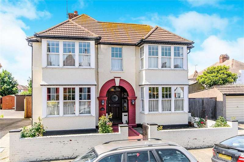 4 Bedrooms Detached House for sale in Albany Drive, Herne Bay, Kent