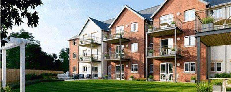 2 Bedrooms Apartment Flat for sale in Limewood, Hayling Island.