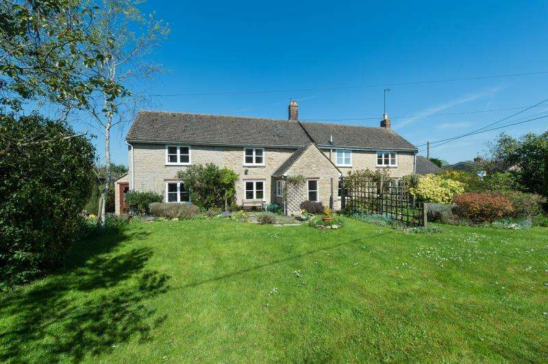 3 Bedrooms Detached House for sale in Glebe Cottage, The Ridings, Stonesfield, Witney, Oxfordshire