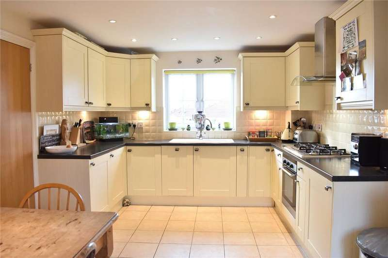3 Bedrooms Detached House for sale in Stringers Drive, Stroud, Gloucestershire, GL5