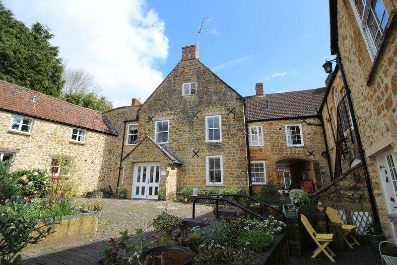 2 Bedrooms Apartment Flat for sale in Victoria Court, Ilminster