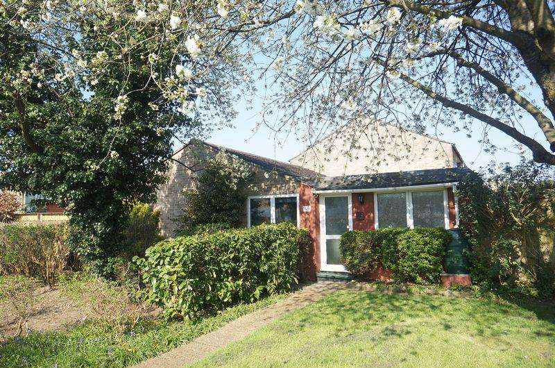 3 Bedrooms Bungalow for sale in Herns Lane, Welwyn Garden City