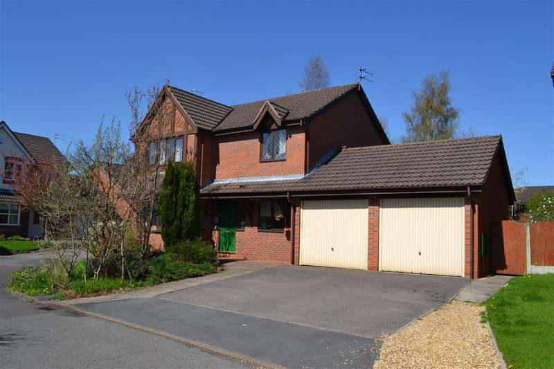 4 Bedrooms Detached House for sale in Evesham Close, Pennington, Leigh