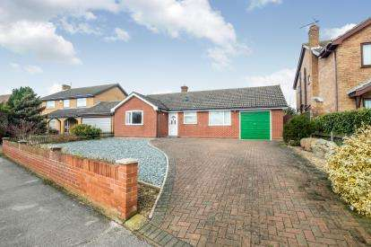 2 Bedrooms Bungalow for sale in Lowestoft, Suffolk